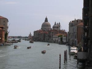 Grande Canal no topo do Ponte da Accademia