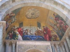 Mosaicos na entrada da basílica