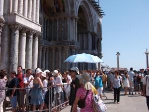 Fila na Entrada da Basílica de São Marcos